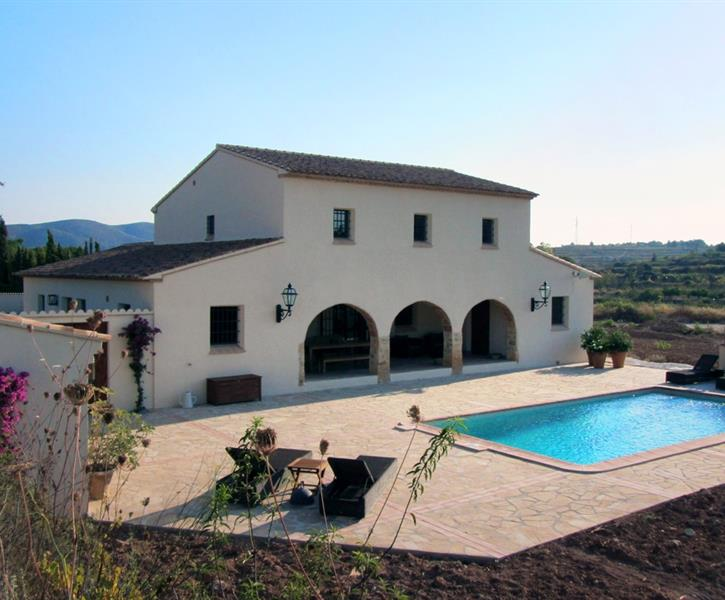 A wide sunny terrace (140 m2) with  swimming pool (8x4 mtr)