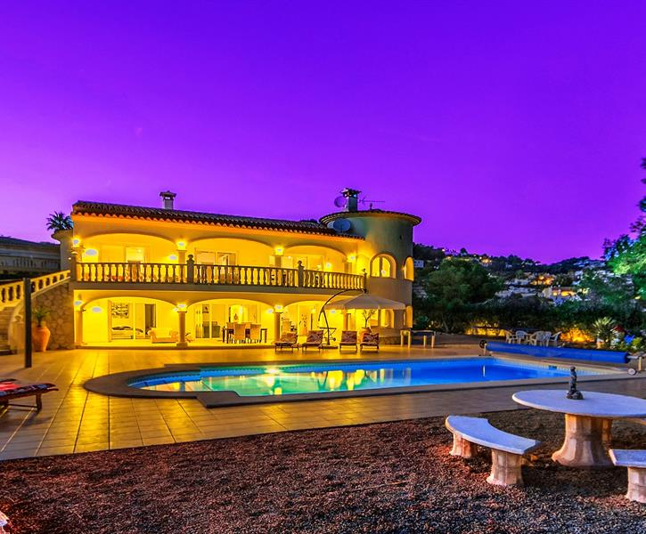 Villa, pool and terrace by night
