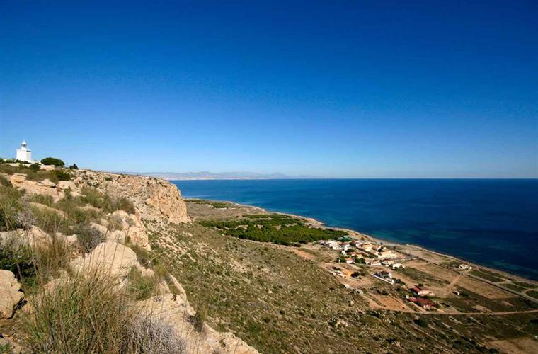 Visit the Santa Pola lighthouse, with fabulous views of the cape