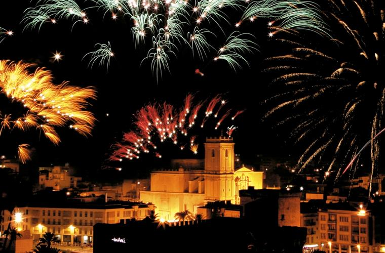 Enjoy the fireworks in the Nit de l'Albà of Elche