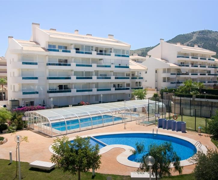 Very nice apartment in the town of Albir with heated pool.