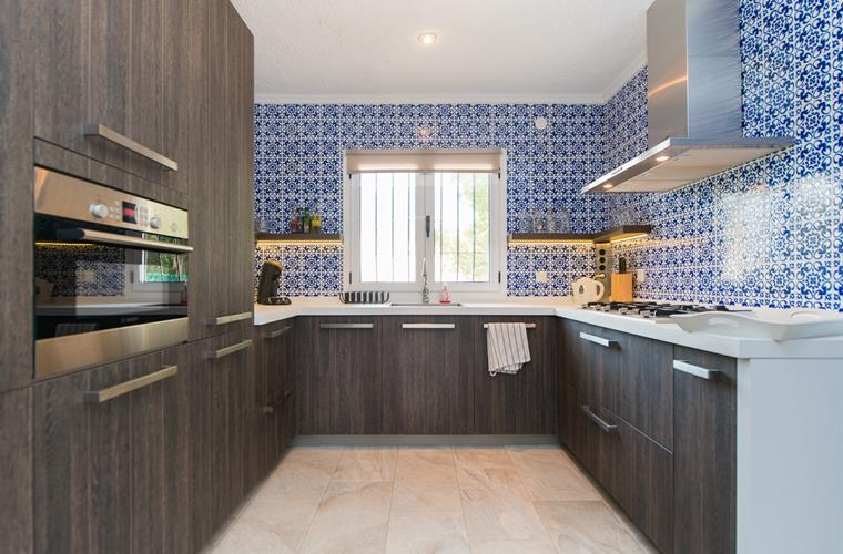 Fully fitted kitchen with Spanish decor