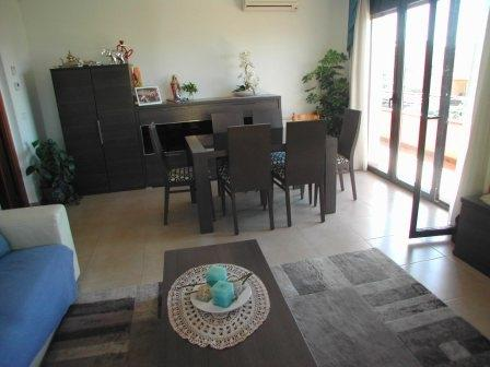 Living room with dining área and sitting area