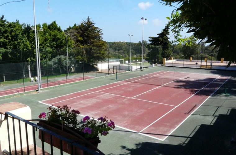Tennis courts at the Santa Maria Golf course (additional fee)