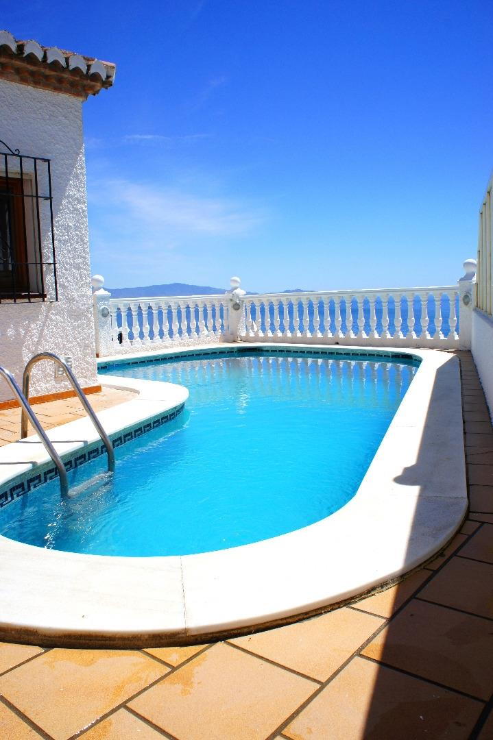 Swimming Pool with a view to the sea