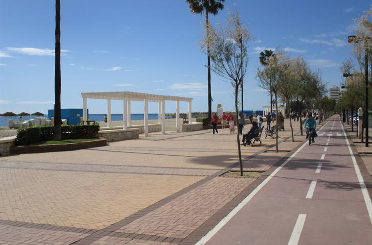 Cycle lane on the promenade