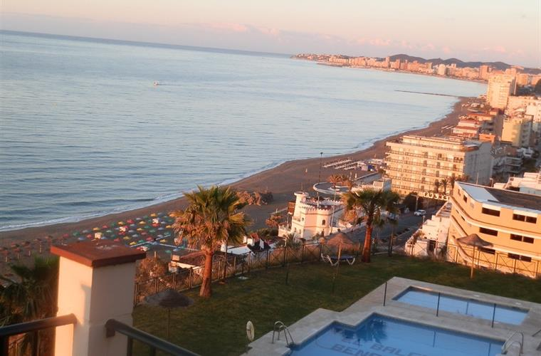 Sunrise at Playa Cubana, with complete Fuengirola & Ocean view