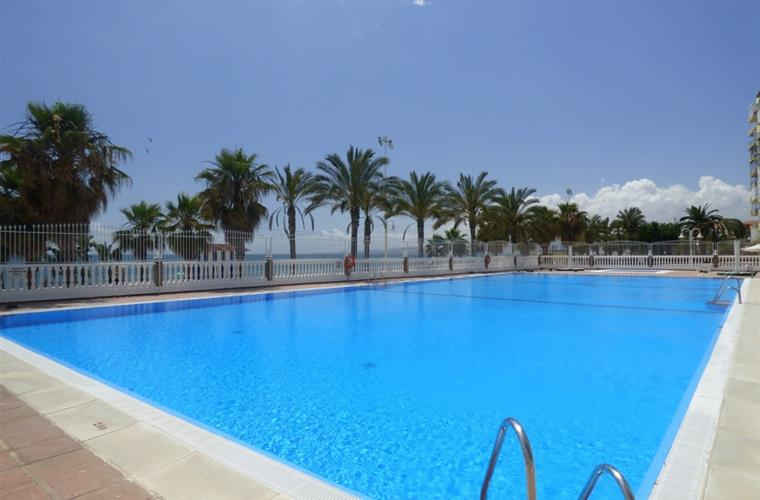 Swimming pool 20 meters from the beach