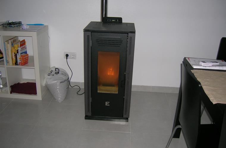Warm in winter with the powerful pellet stove in the living room.