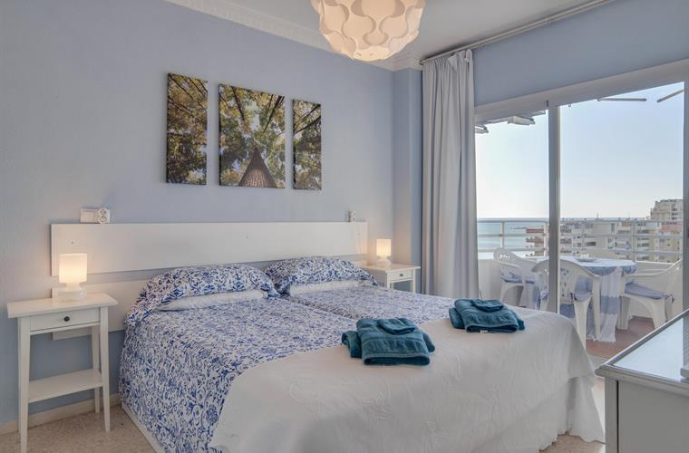 Bedroom with sea view, aircon, wifi, access to terrace