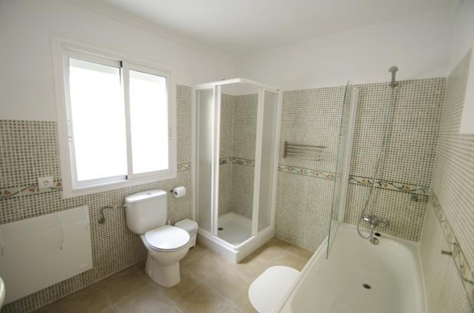 Familiar bathroom with bathtub & shower