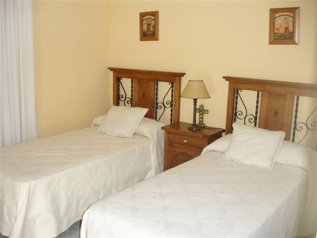 2 bedrooms with 2 single beds