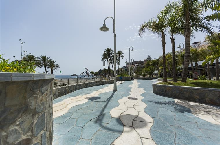 Esplanade in front of the apartment of Puerta del Mar beach