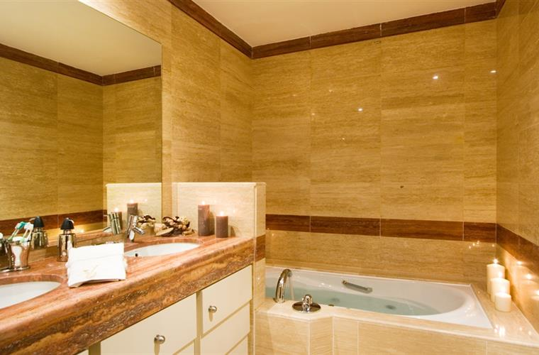 All Marble, underfloor heating, jacuzzi jet bath, power shower!
