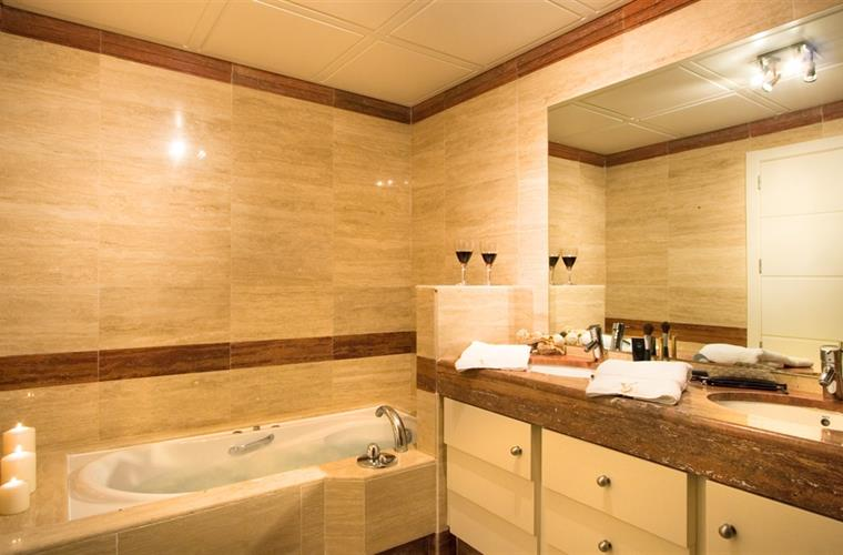 All bathrooms are en-suite, marble & have underfloor heating