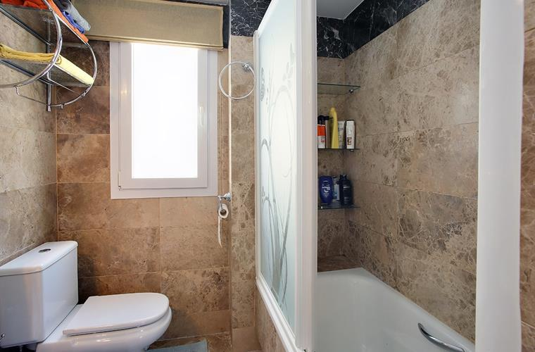 En-suite bathroom with shower,bath,wc and bidet