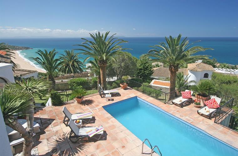 Pool, garden, breathtaking views and the beach