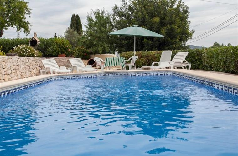 Large pool with ample garden furniture