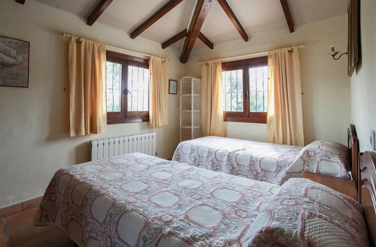 Bright and airey twin bed room