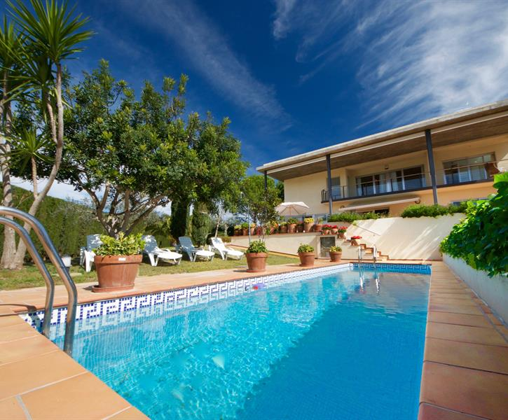 Villa Gaudia - exterior, gardens and pool