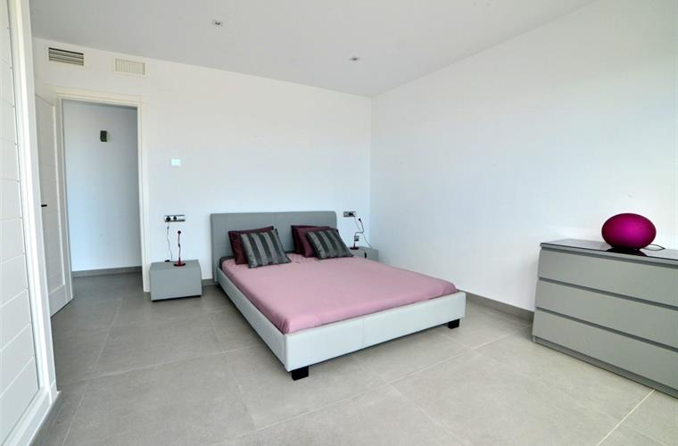 Second bedroom with access to pool terrace