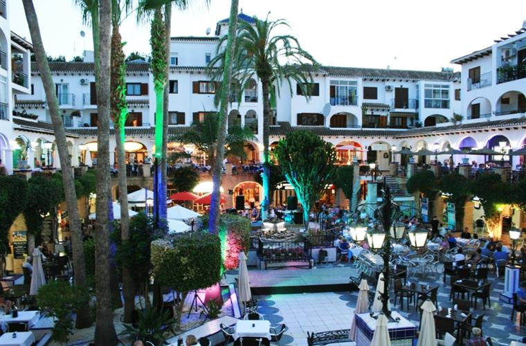 Famous Villa Martin Plaza with its Bars, Restaurant, live Musik ..