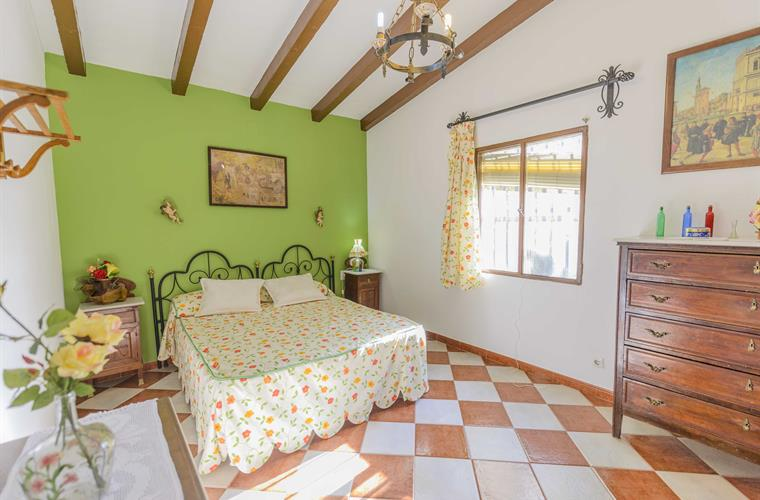 Double bedroom, bed 1,50x2,00 m. Extra bed