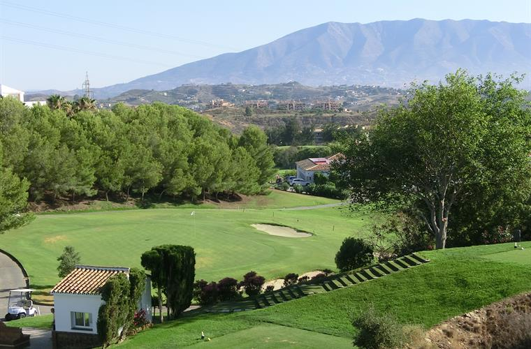 View over Miraflores GC, Tee 1 and Green 18 and the mountains.