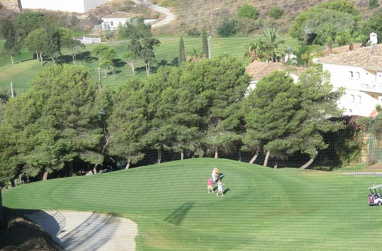 Miraflores GC, Green no 1 viewed from the kitchen