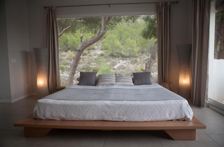 Bedroom with forest and sea view