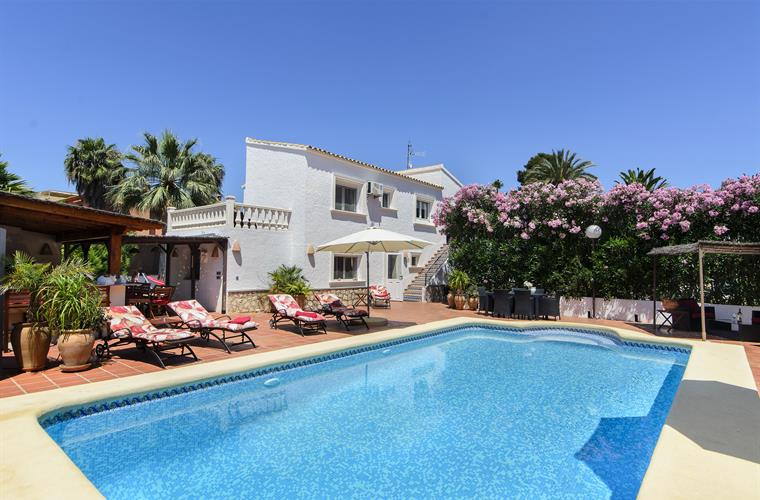 Superior Quick Overview. 6 Bedrooms Holiday Villa Rental In ...