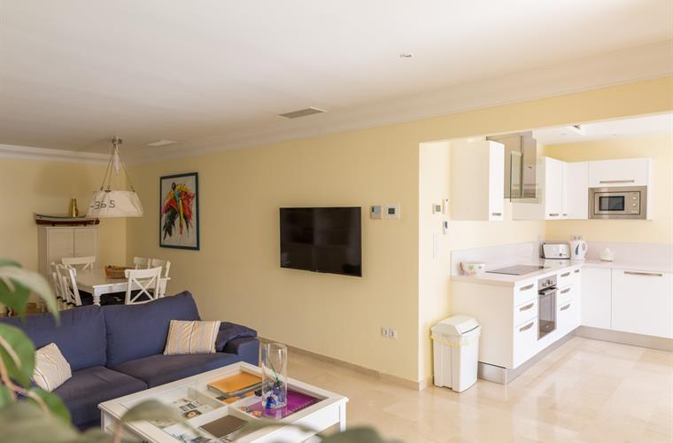 Holiday apartment for rent in estepona estepona puerto for Kitchen room estepona