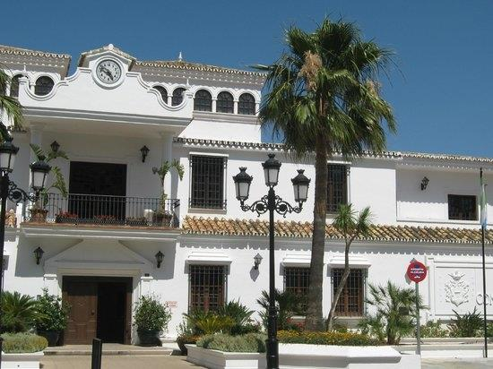 Many beautiful houses in the lovely Los Boliches