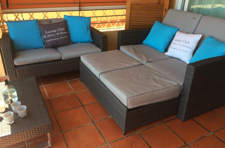 Holiday apartment for rent in altea campomanes altea for Apartment terrace furniture