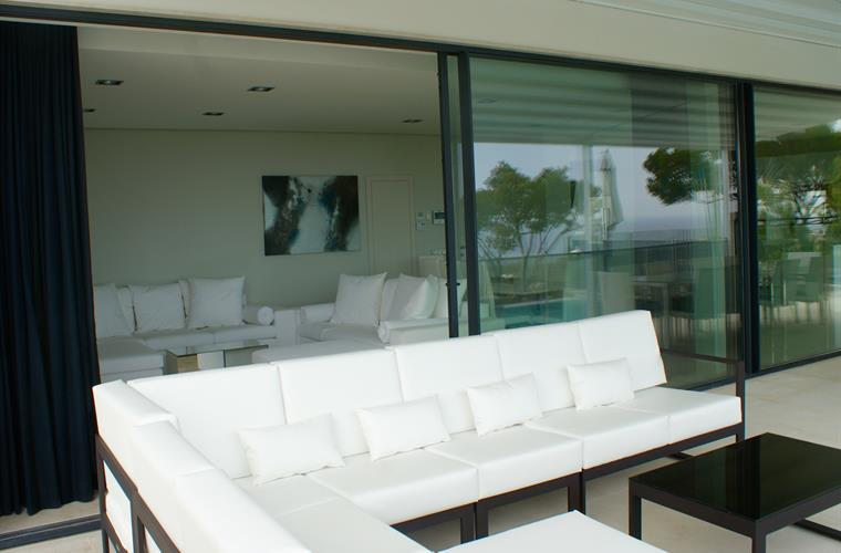 OUTDOOR SOFA AND LOUNGE AREA