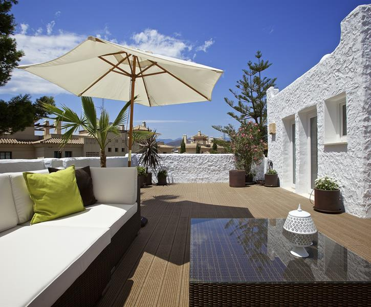 Roof top terrace to relax in the sunshine.