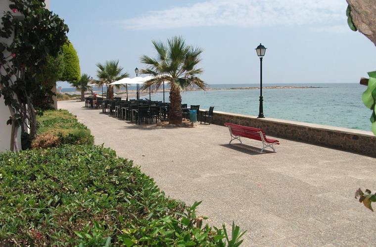 Aldeas de Taray Promenade, El Ancla bar & restaurant is here.