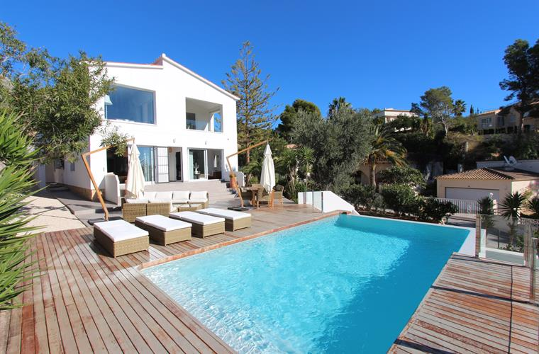 The villa and in front the pool with the wooden floor terrace!