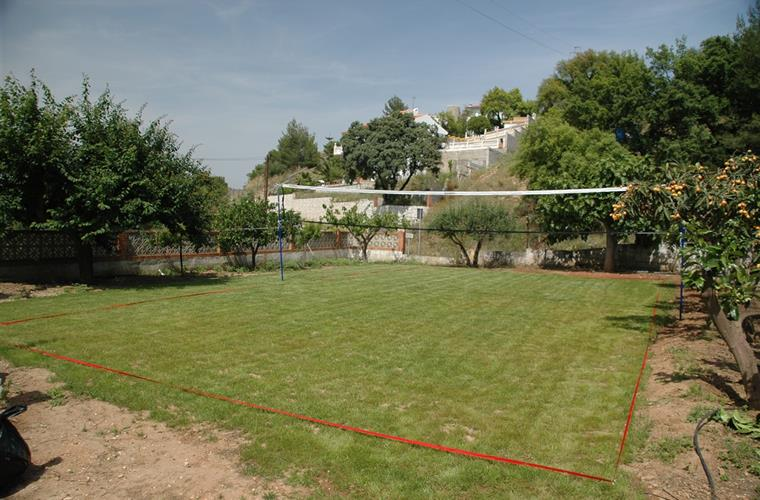 Massive lawned area for badminton, football and volleyball