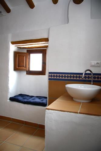 Ensuite bathroom of Liebre's main bedroom