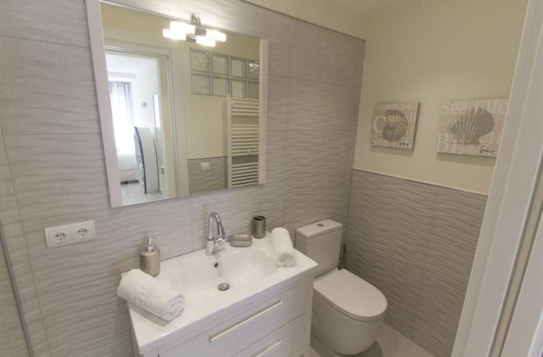 En Suite Bathrooms In Apartments: Holiday Apartment For Rent In Sitges