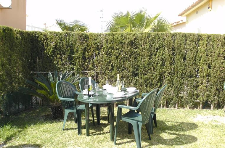 Garden Area Ideal For al fresco Dining