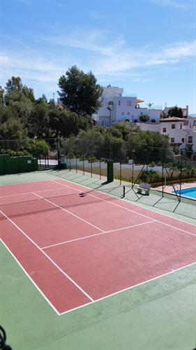 Free tennis-court for rental guests at the Community