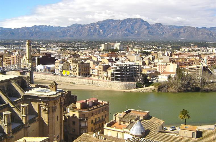 The >>Medieval town of Tortosa is just a 15k drive away