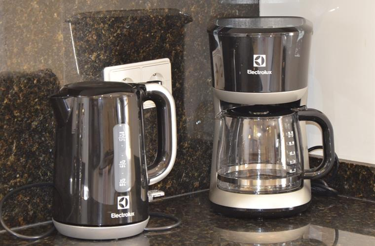 Kitchen tea and coffee makers
