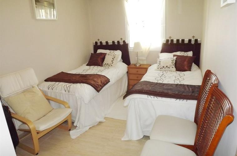 TWIN BEDROOM,  H+C Air conditioning