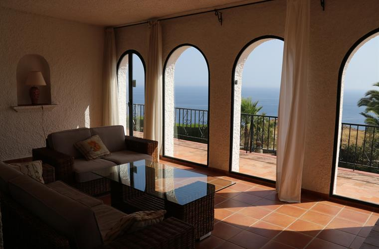 living room with the arches, full frontal sea view
