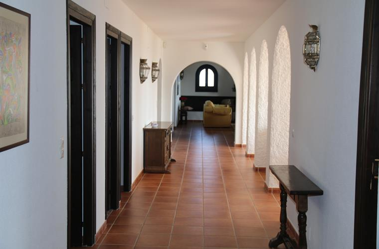 20 m/65 feet corridor with 2 bedrooms and 2 living rooms sea side
