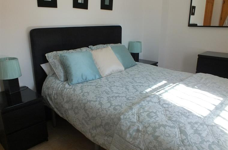 One Of The Kingsize Bedrooms With The Best Bed Linen with Air Con