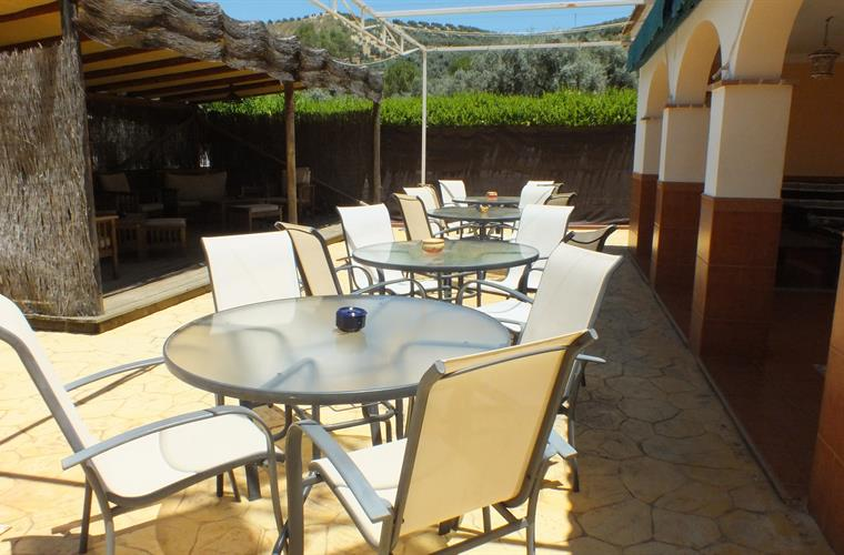 Al Fresco Dining For All The Family Plus A fantastic Pergola
